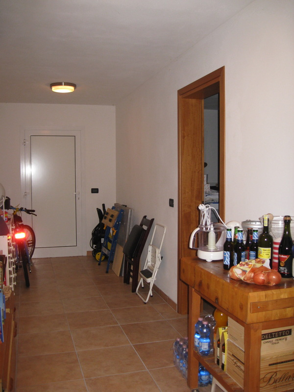 Cantina garage casa in vendita for Planimetrie della casa del garage
